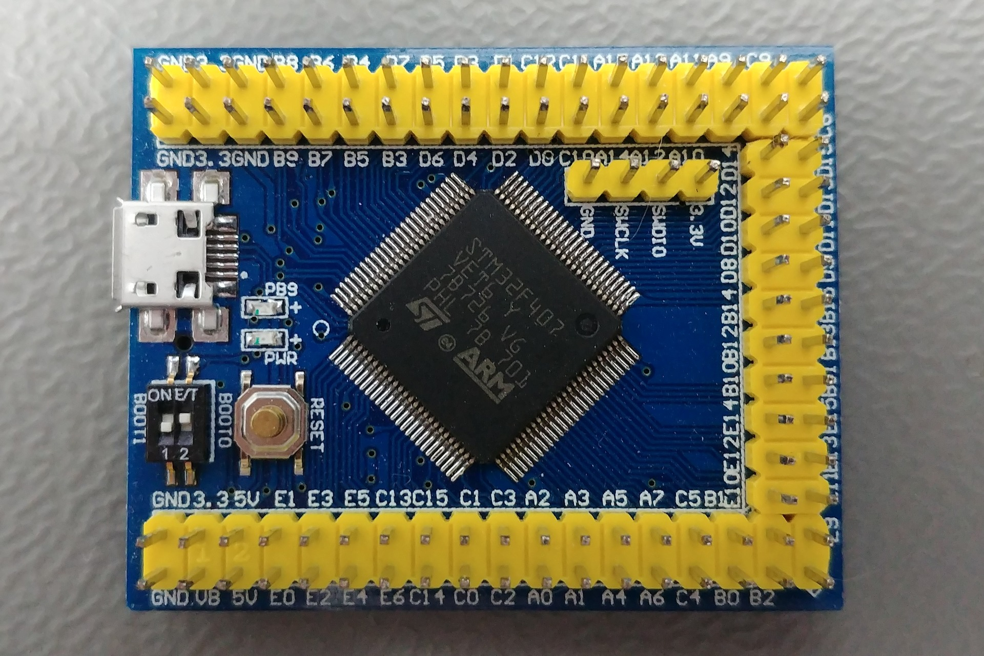 vcc-gnd.com STM32F407VET6 mini: Top view